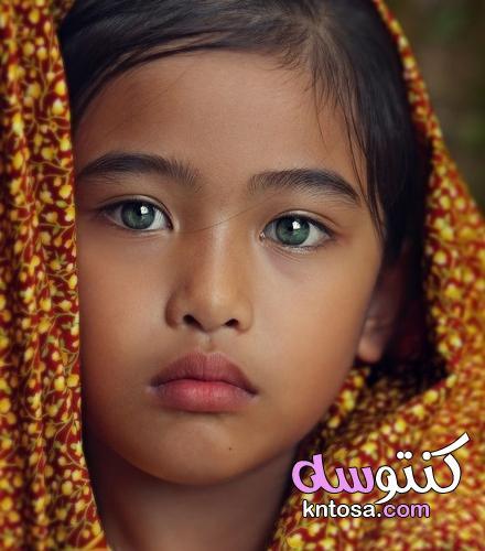 عيون اطفال جميلة في وجه جميل جدا