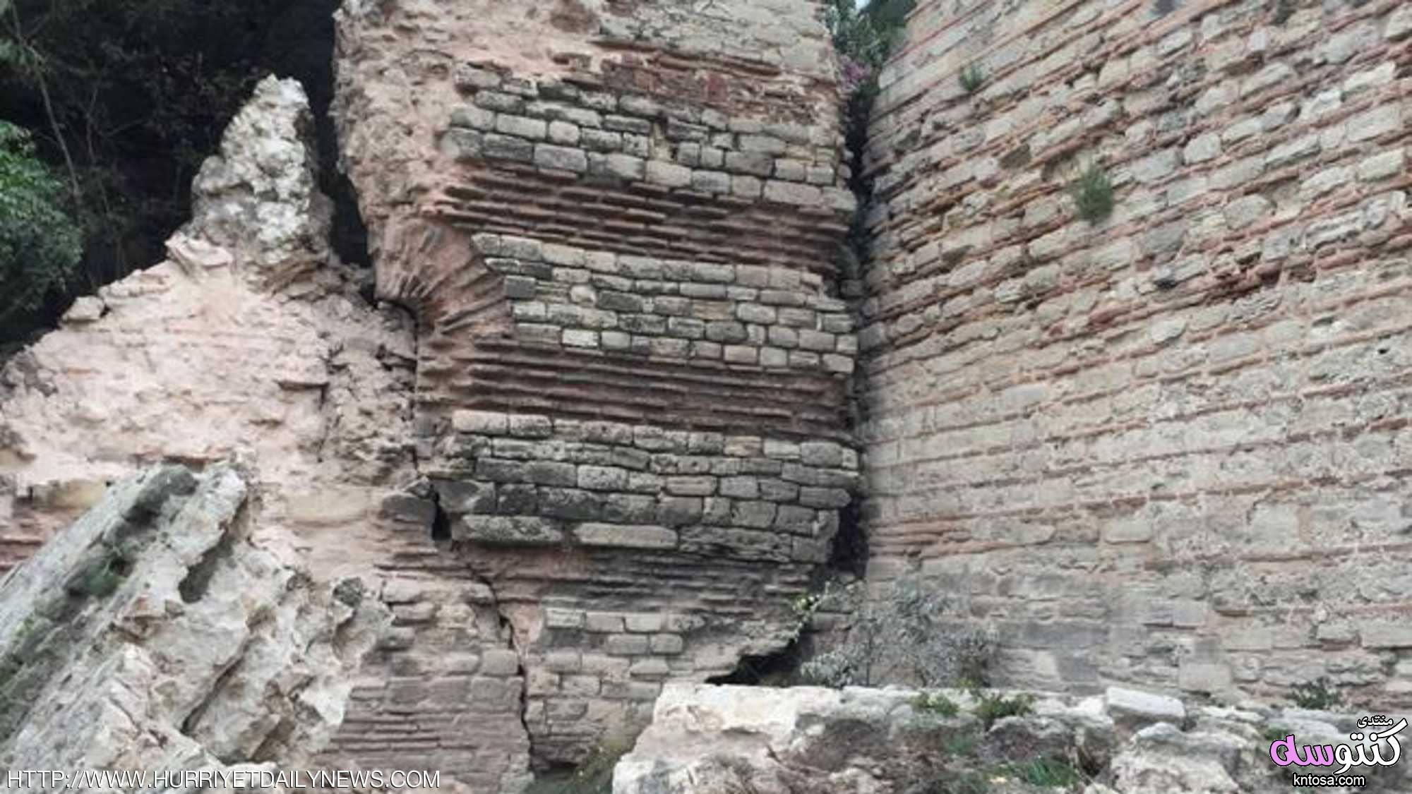 بالصور.. انهيار معلم تاريخي في إسطنبول kntosa.com_17_18_153