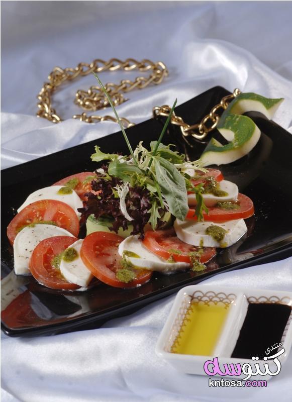 سلطة الطماطم والموزاريلا على طريقة جزيرة كابري الإيطالية kntosa.com_26_19_154