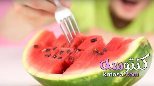 4 خطوات لإتيكيت أكل البطيخ لعشاقه | منتدى كنتوسه kntosa.com_26_21_162
